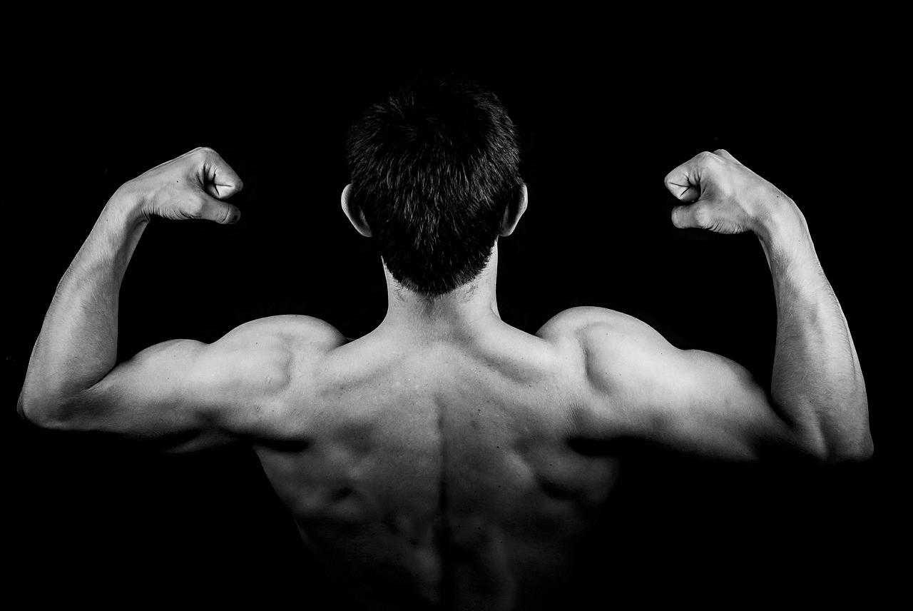 体を鍛えている韓国人男性