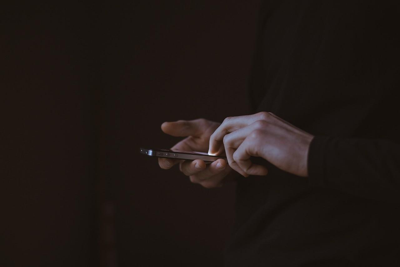 浮気をしている女性は連絡頻度が減る