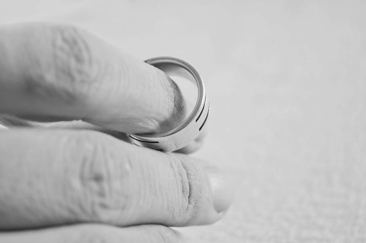 浮気が原因で離婚した場合のデメリット