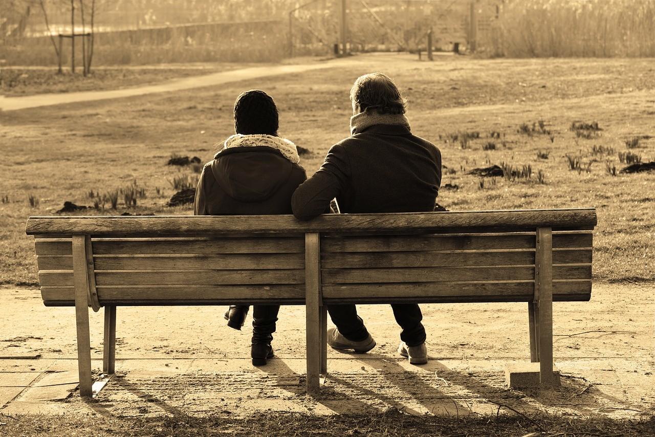 直接会って別れ話をするカップル
