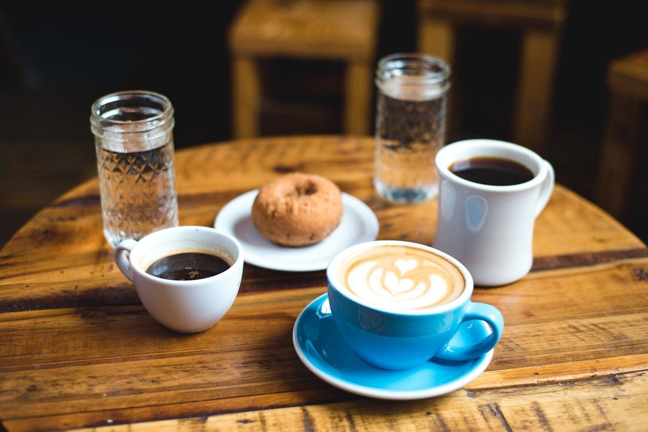 カフェでおすすめのドリンクを聞く