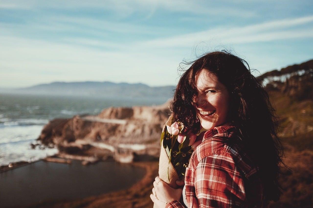 笑顔で癒してくれる女性